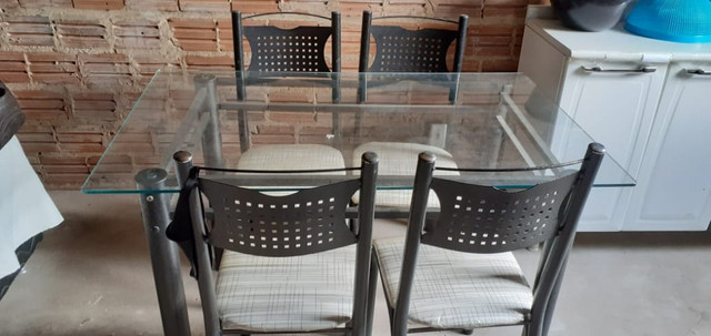 Conjunto de Mesa de Jantar com quatro cadeiras