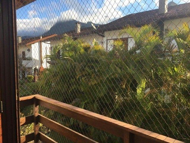 Casa com 5 quartos sendo 4 suítes em condomínio no Alto