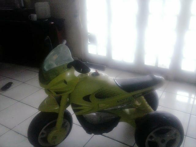 Moto motorizada vendo ou troco por um celular mais volta