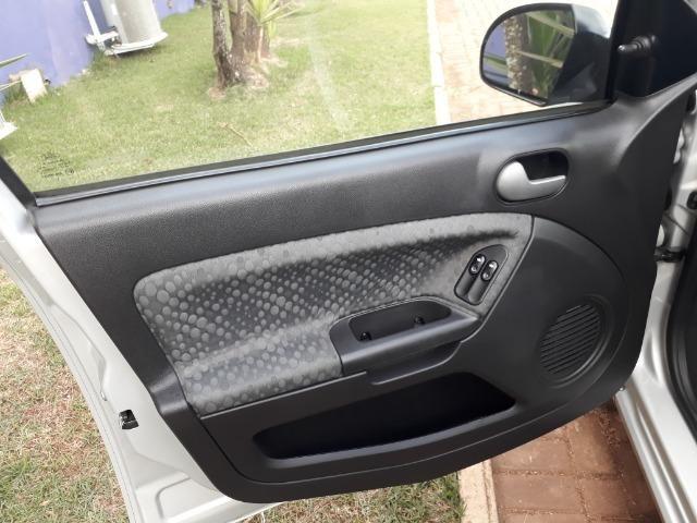Ford Fiesta Class 1.5, o mais novo e conservado do Brasil - Foto 12