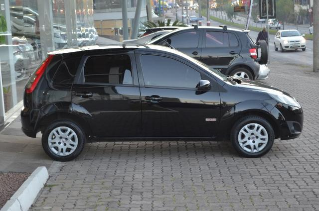Fiesta hatch 1.6 class flex 4p manual *segundo dono*completo - Foto 9