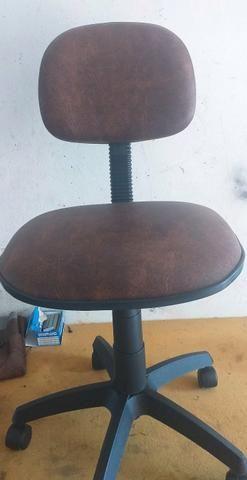 Cadeira secretaria marrom