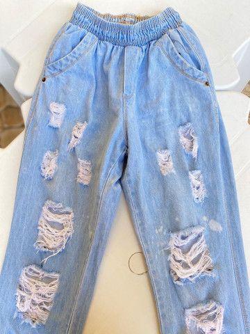 Calça tecido jeans bem larguinha  - Foto 2