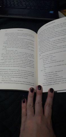 Livro - A culpa é das estrelas - John Green - Foto 3