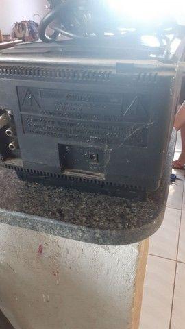 Vendo essa TV e relíquia e antiga e funciona  - Foto 4