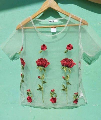 Blusa floral tule