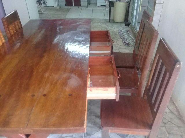 Mesa 0,87 X 1,94 com 6 cadeiras e 2 duas gavetas.