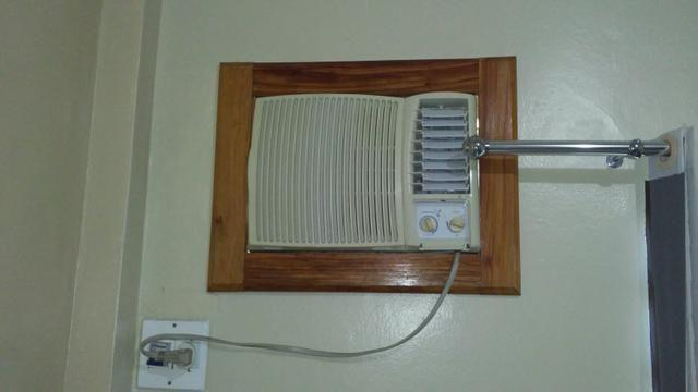 Com moldura de madeira 220 volts