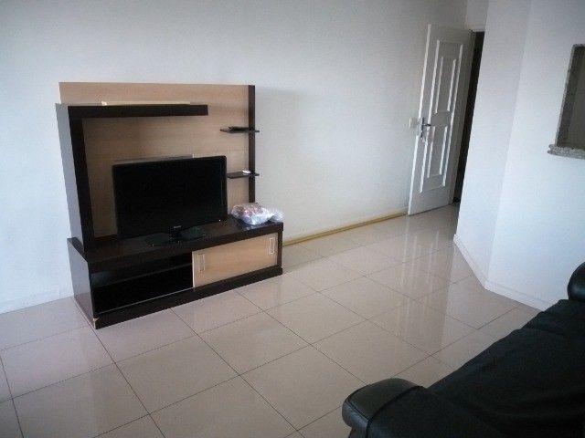 Centro: Apto 2 qts(1suíte), sala ampla, cozinha grande, 1 vaga. todo mobiliado! - Foto 3