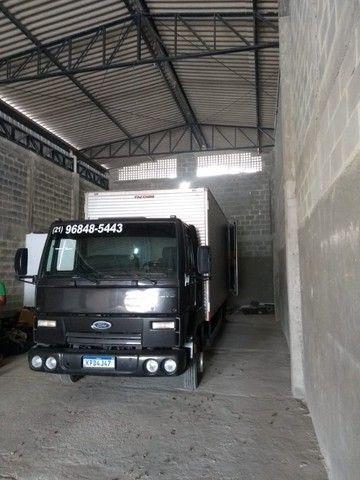 Frete e mudanças caminhão báu 5,5 metros de cumprimento - Foto 4