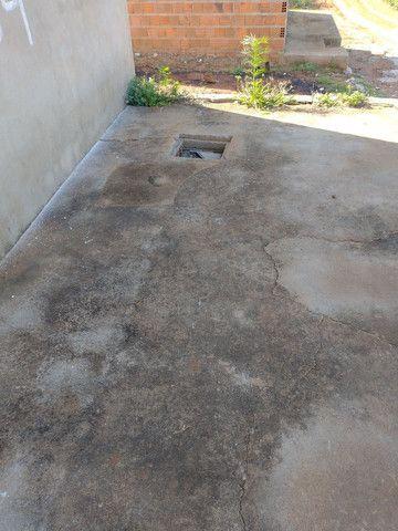 Casa com cisterna 95% concluída - Foto 2
