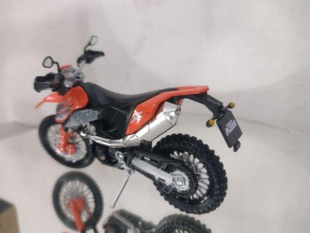Miniatura de moto ktm na escala 1/18 - Foto 2