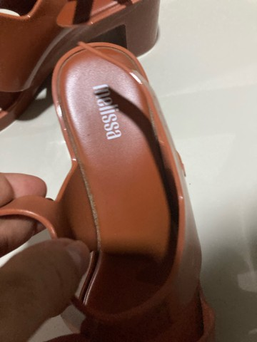 Sandália Melissa 36 marrom caramelo - Foto 4