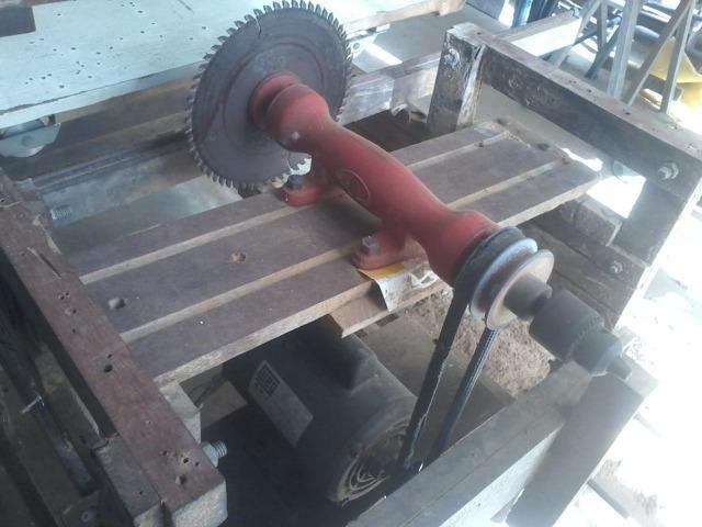 Motor Monofásico Weg 0,5cv, mais Eixo para serra de 1/2