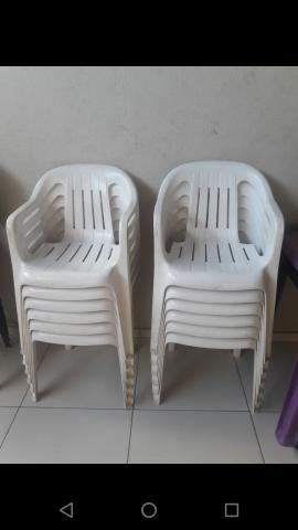 Vendo 12 Cadeiras com braço