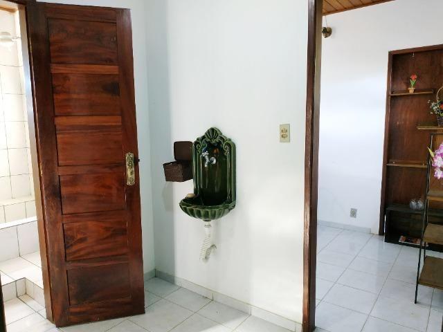 Aconchegante apartamento de dois quartos, amplo e muito bem localizado - Foto 7