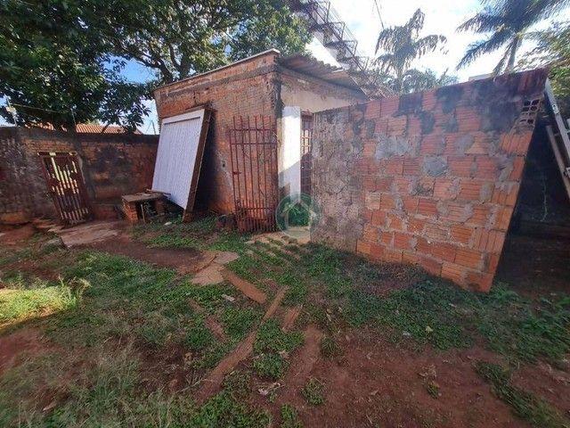 CASA COM 2 QUARTOS E SALÃO COMERCIAL - Foto 2