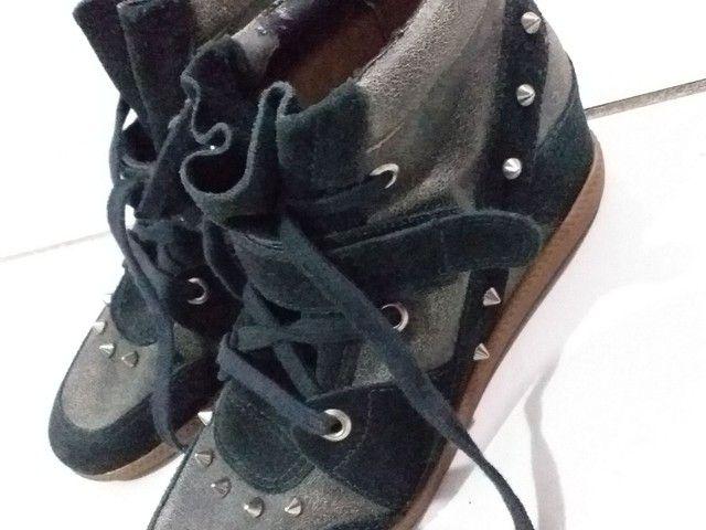 Calçado de camurça com tachas - Foto 3
