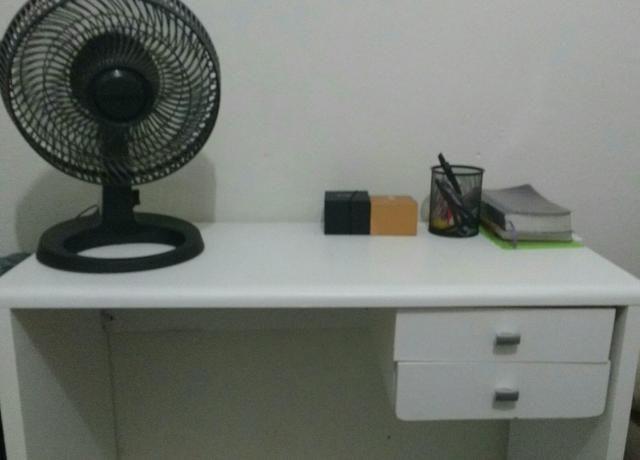 Mesa de escritório com rodinhas