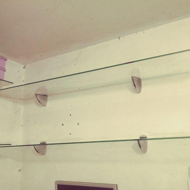 Prateleira de vidro temperado com os suportes cromados. Leia o anuncio  - Foto 2