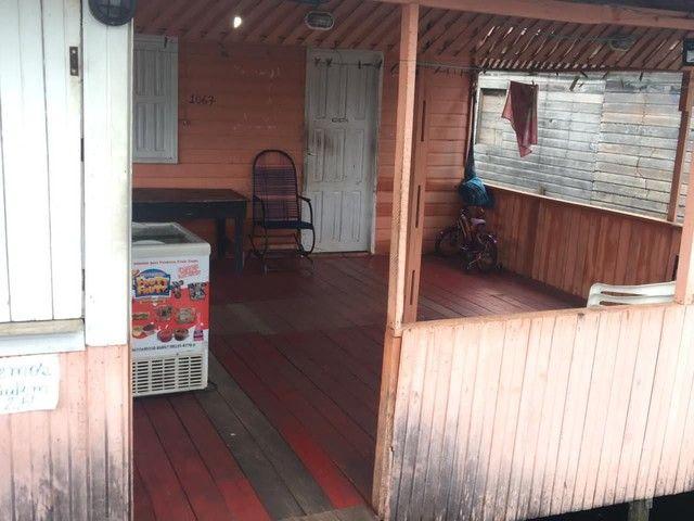 Vendo casa com ponto comercial dois quartos sala cozinha banheiro e mais uma casa atrás - Foto 3