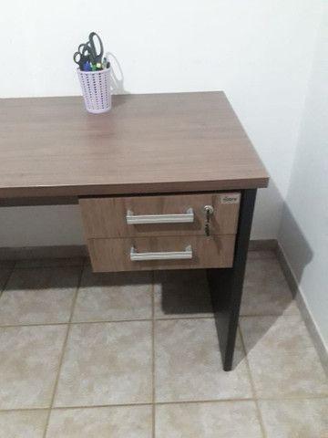 Escrivaninha de escritório em MDF - Foto 3