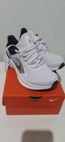 Tenis Nike Downshifter 10 Tam 35 - Foto 4