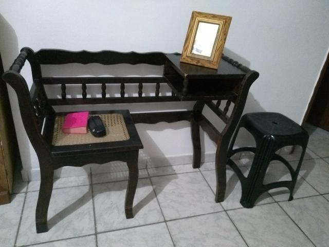 Mesa se telefone de madeira