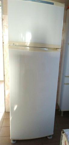 Geladeira usada, muito bem conservada e em perfeito funcionamento