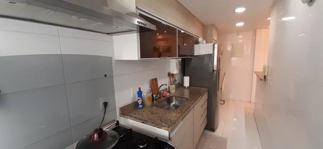Apartamento (Tijuca) Lindo Varandinha 2quartos Suíte Cozinha Americana Vaga Escriturada - Foto 13