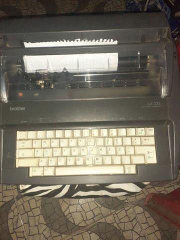 Máquina de escrever eléctrica  - Foto 2
