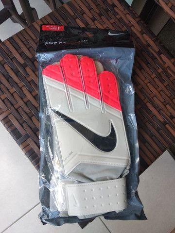 Luva de goleiro Nike - Foto 4