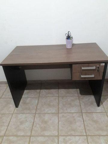 Escrivaninha de escritório em MDF - Foto 2