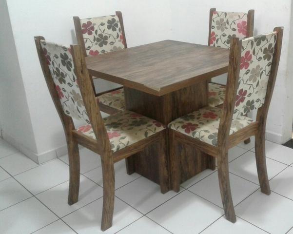 Mesa de Jantar Com Quatro Cadeiras. Ler Descrição do Anúncio Abaixo