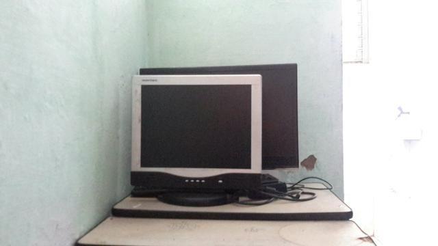 Troco por dois controles USB que pegam no PC ou adaptador de ps2 para PC com os controles