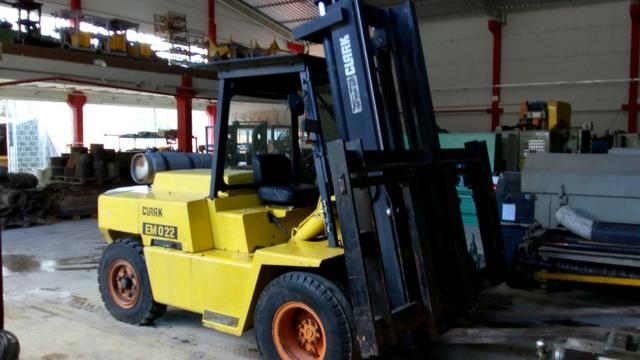 Vendo ou alugo Empilhadeira GLP 7 toneladas Clark C500 Y155 - Foto 3