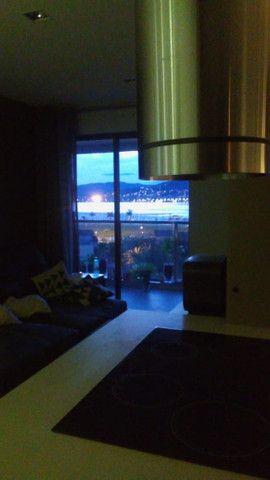 Lindo 02 dorms (01 suíte) 02 vagas, semi-mobiliado, vista mar, área de lazer - Foto 9