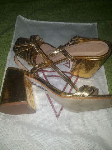 Sandália Cor de ouro  - Foto 2