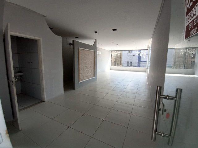 Sala comercial na galeria térrea de frente para  avenida. - Foto 6