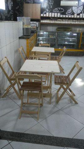 Conjunto de mesa e cadeiras pinho - Foto 2