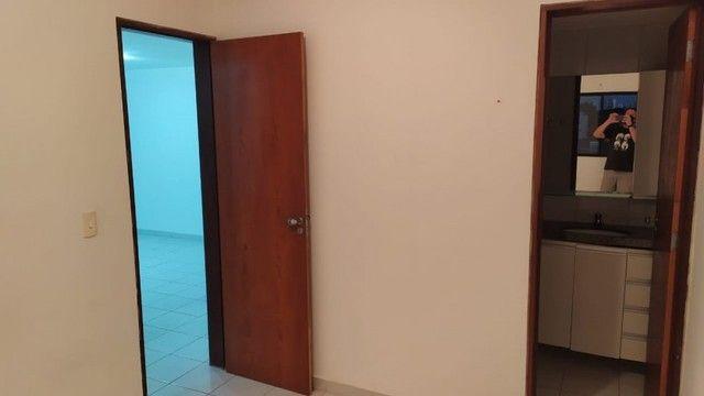 Apartamento com 03 quartos, piscina e varanda - Foto 9