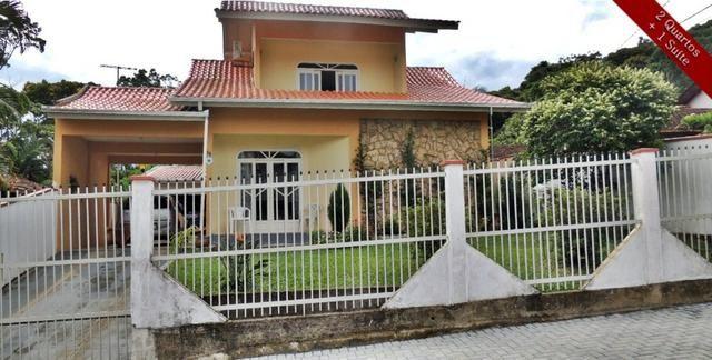 Sobrado com Suite e Hidro no bairro João Costa