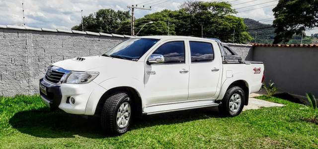 Vende-se Hilux 2012 SRV com todos opcionais e pouco rodada