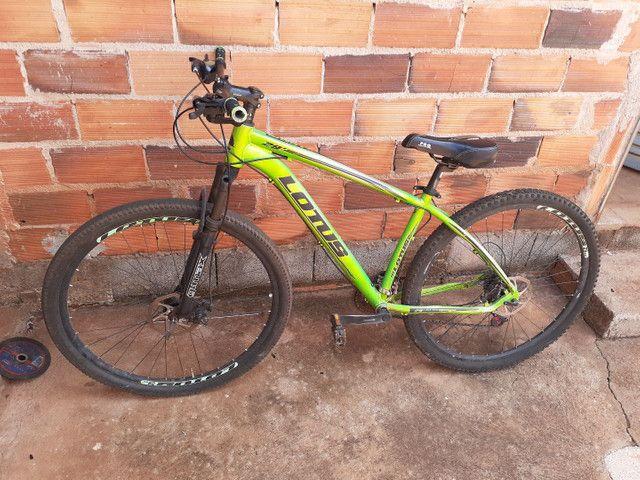 Vende-se uma bicicleta aro 29 de trilha.  - Foto 2