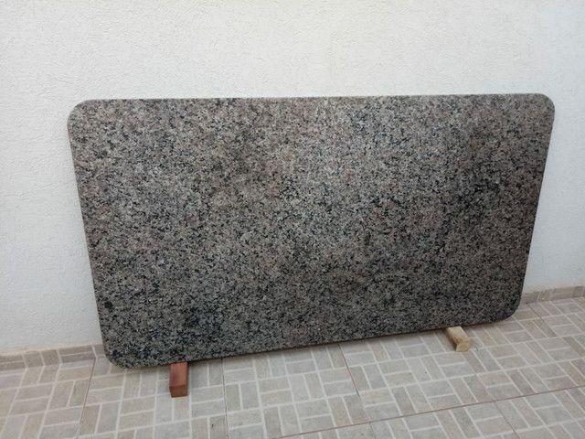 Tampo de mesa de granito