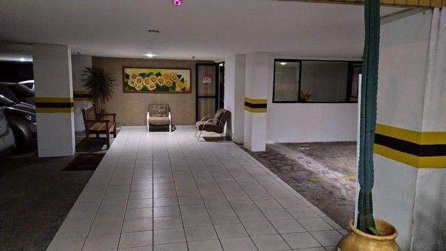 Apartamento com 03 quartos, piscina e varanda - Foto 16