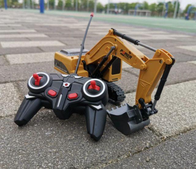 Escavadeira controle remoto 6 canais com bateria - Foto 2
