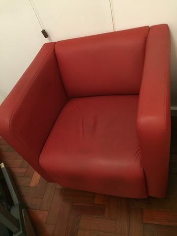 Poltronas vermelhas (2) em courino - marca Tok Stok