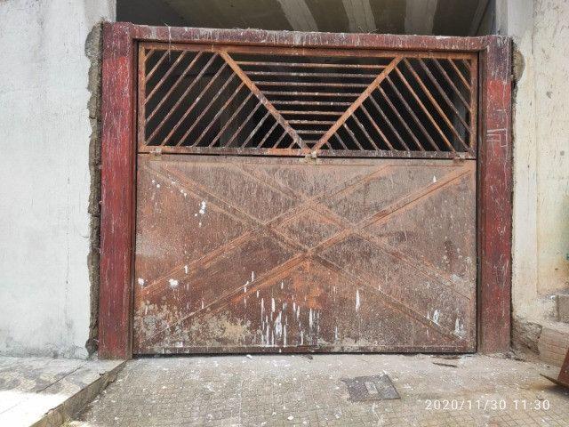 Portão basculante, escada de chapa de ferro ,leia a descrição
