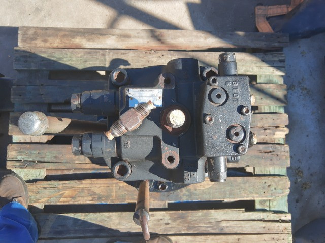 Motoredutor hidráulico Escavadeiras E215B / CX220B /n * - Foto 3